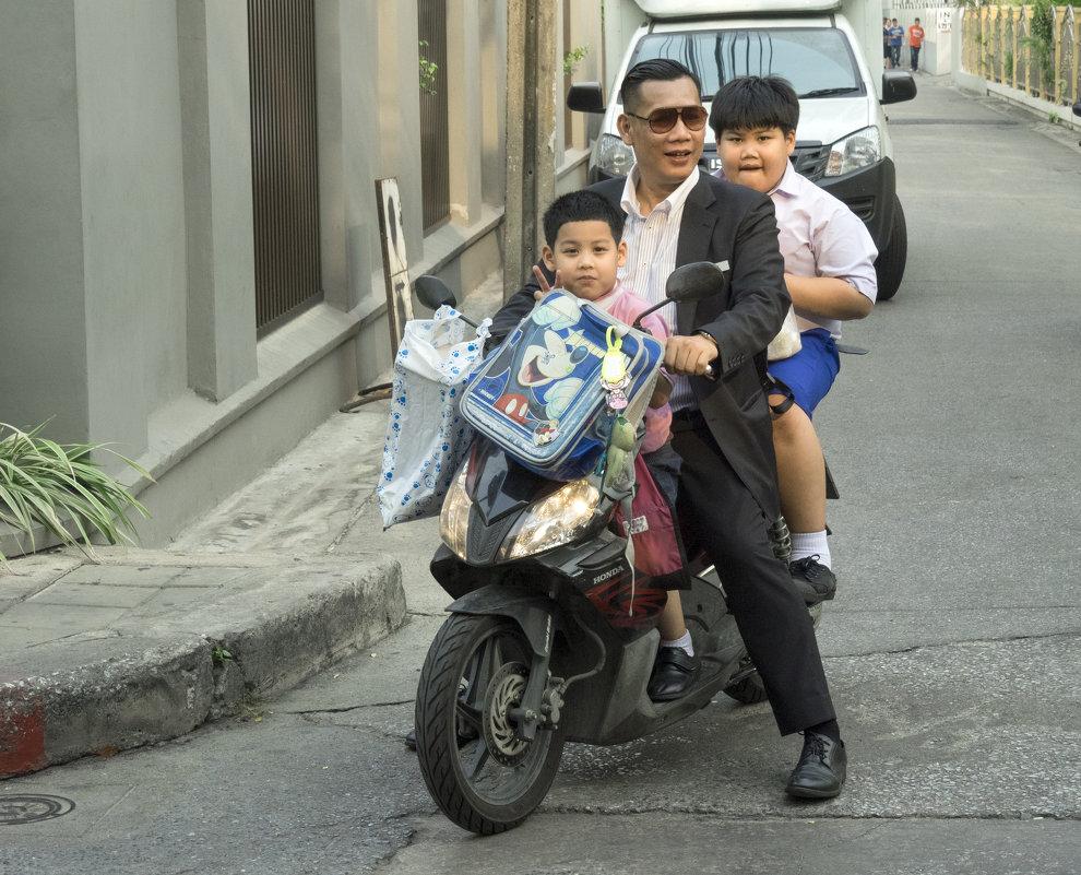 Таиланд. Бангкок. Трое на байке - Владимир Шибинский