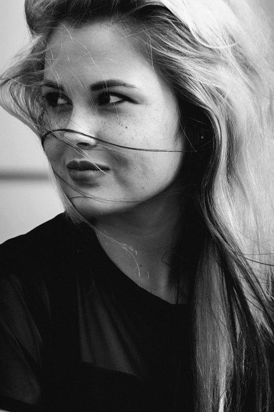 model Elina - Jaki Tapping