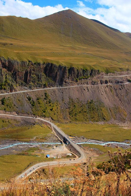 """Самый опасный участок дороги в Джилы-су к Эльбрусу (""""Карниз"""") и самый красивый... - Vladimir 070549"""