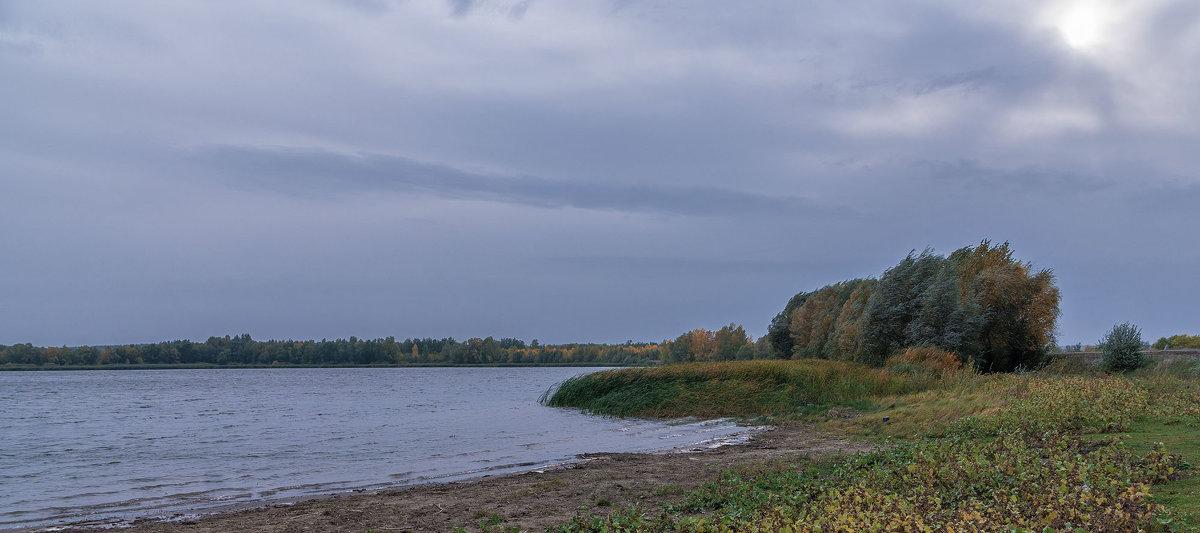 Осенний ветер. - Сергей Исаенко