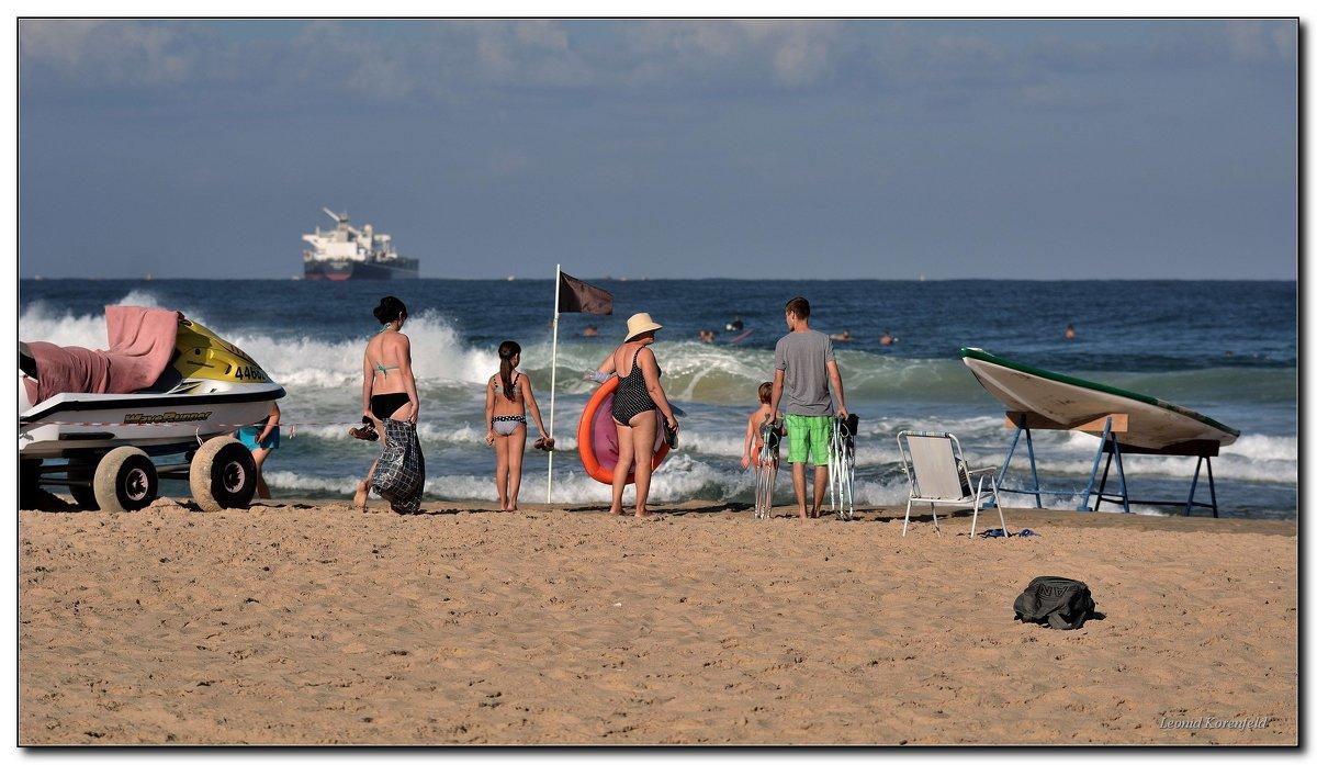 На пляже. - Leonid Korenfeld