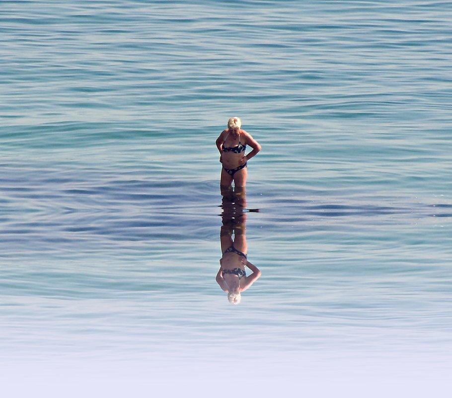 гляжусь в себя как в зеркало до головокружения - Александр Корчемный