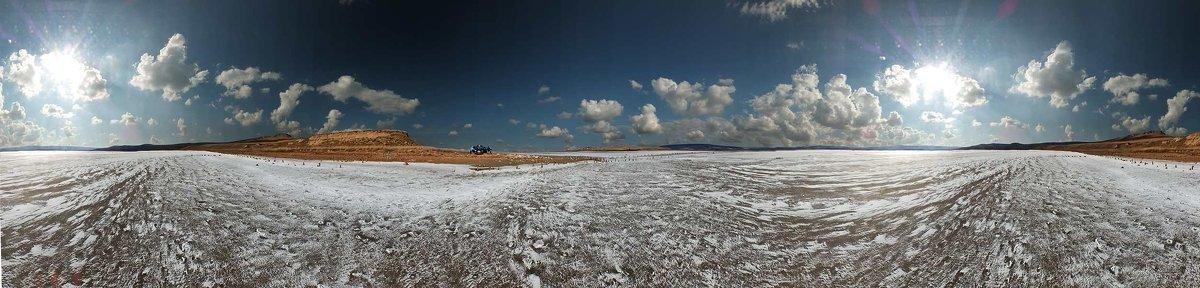Планета двух солнц на озере Чокрак, которые освещают соль на его поверхности - viton