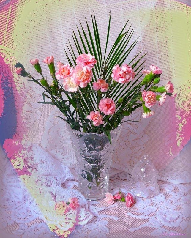 Розовые гвоздики в вазе и колокольчик - Nina Yudicheva