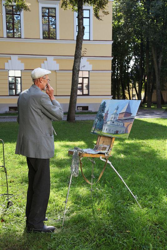 За работой. Кремль В. Новгорода - Наталья