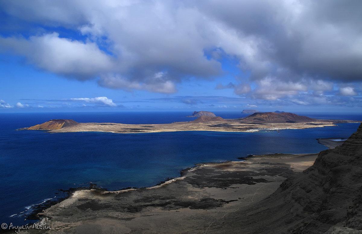 Лансароте. Вид с Mirador del Rio на остров La Graciosa - Андрей Левин