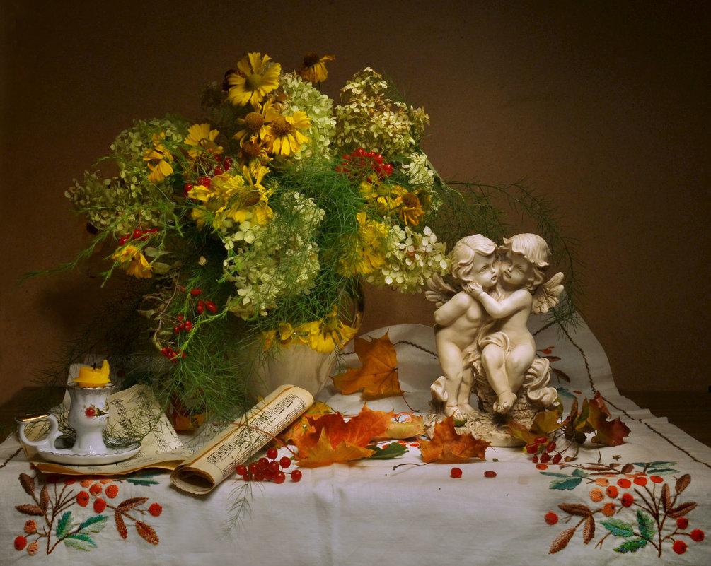Яркими красками осень сияет... - Валентина Колова