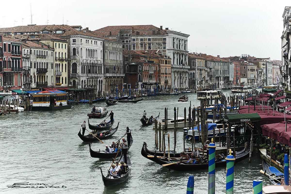 Уличное движение (Венеция) - Александр Амеличкин