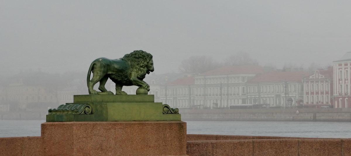 И лев хранит... - Владимир Гилясев