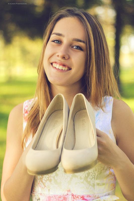 Девочки о-о-о-о-очень любят новые туфельки! - Алеся Пушнякова