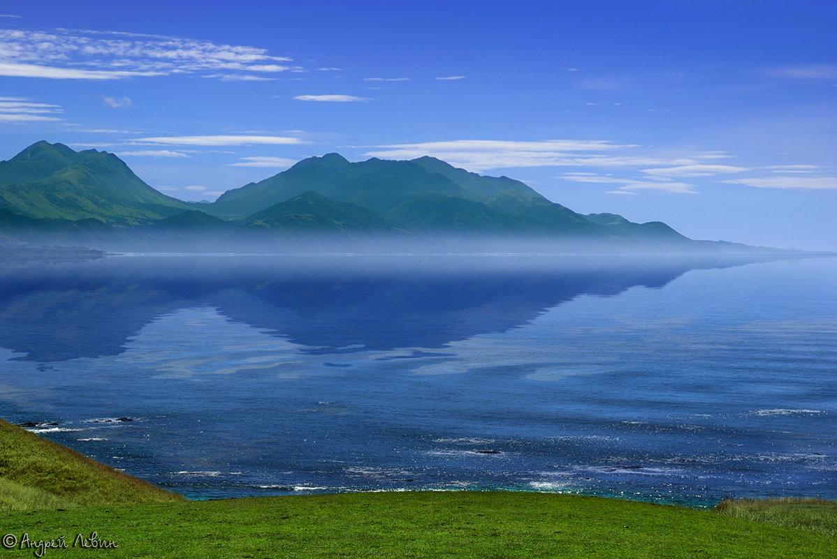 "Новая Зеландия. Кайкора. Туман над заливом. Из серии ""Зазеркалье"" - Андрей Левин"