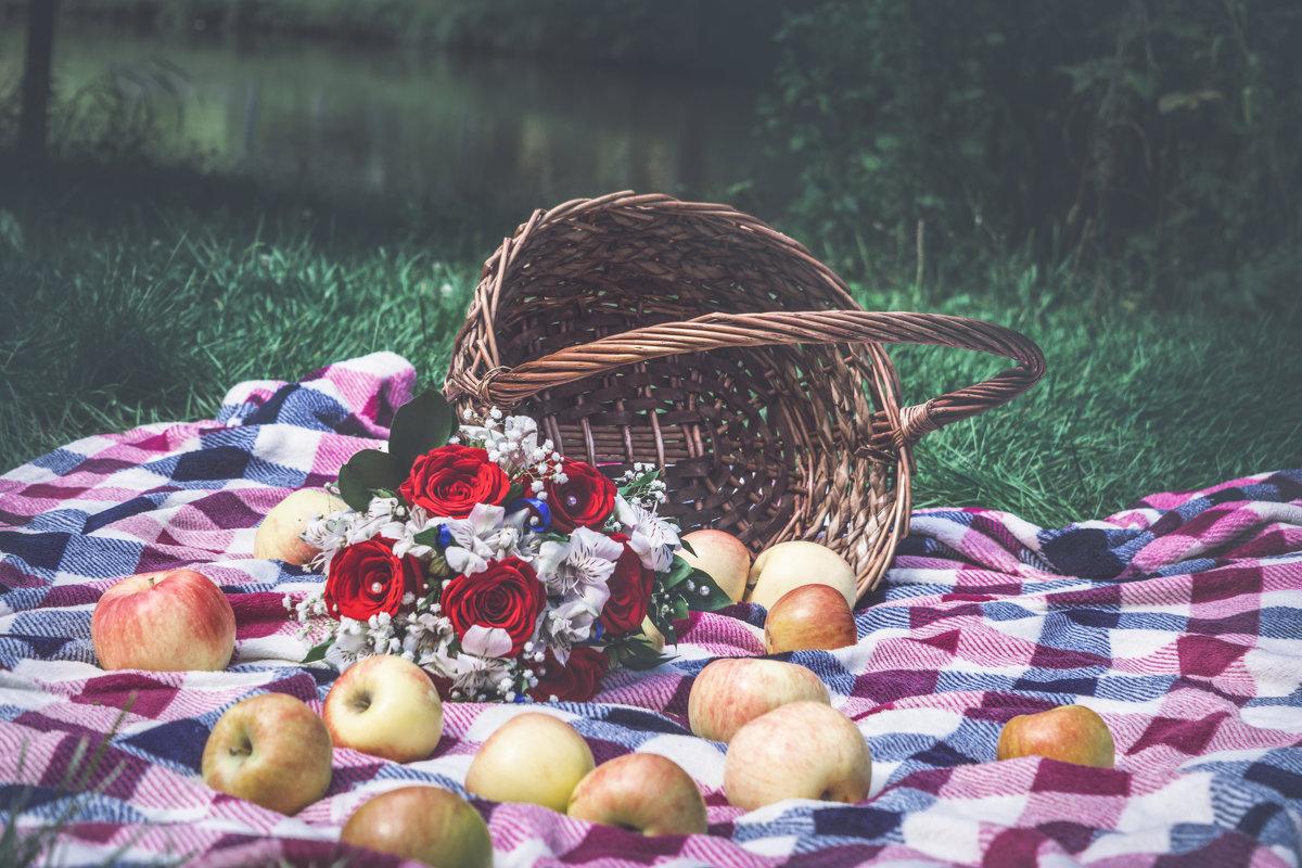У нас была яблочная свадьба) - Лидия Марынченко