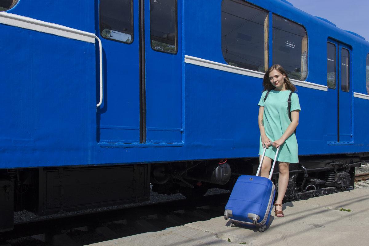 Метро-вагон в цвет чемодана, всего лишь маленький  каприз - Дима Пискунов