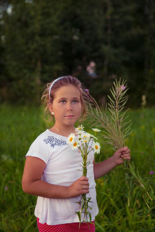 девочка с ромашками - Мария Корнилова