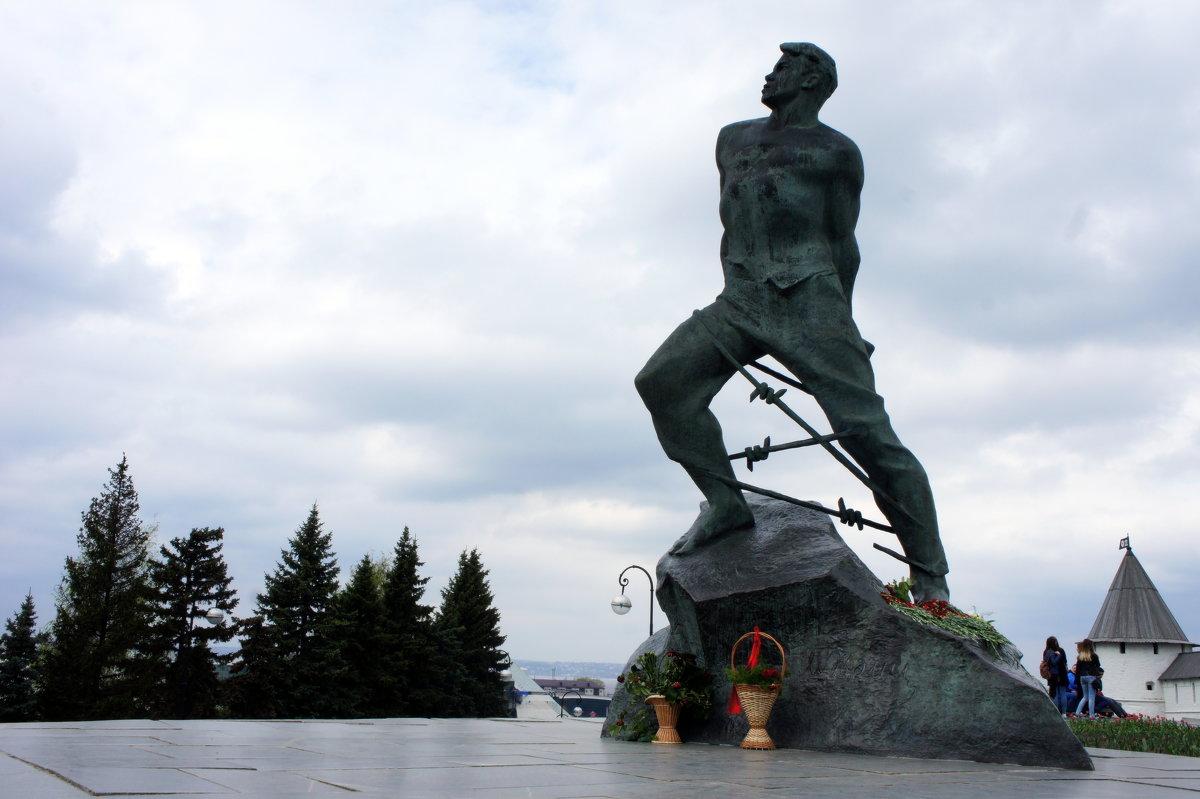 Памятник Мусе Джалилю.            г. Казань, рядом со Спасской башней Казанского Кремля - Елена Павлова (Смолова)