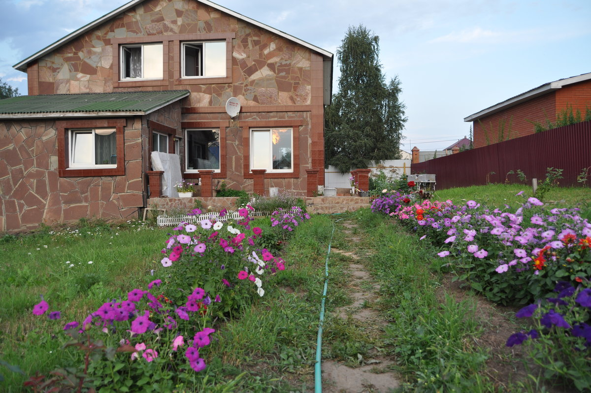 В саду - Tatyana Kuchina
