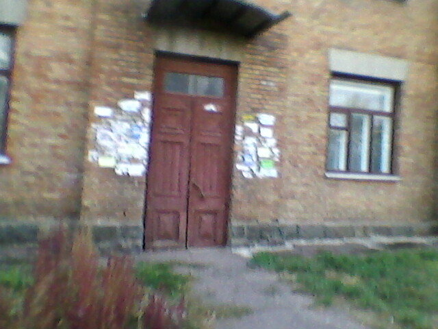 Реклама у двери Дома - Миша Любчик