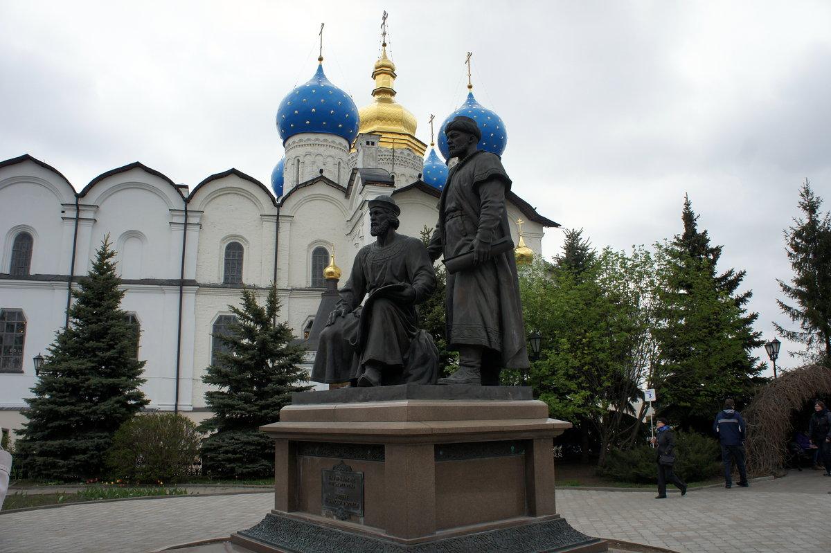 Памятник русскому и татарскому зодчим, вместе создававшим архитектурный ансамбль казанского кремля - Елена Павлова (Смолова)