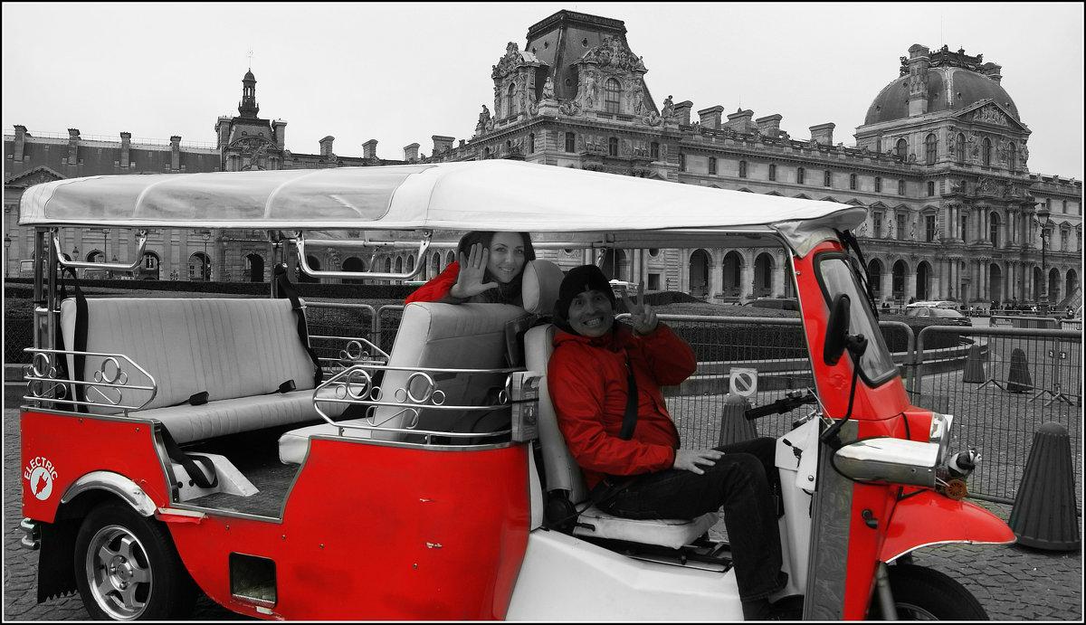 Париж.На моторикше возле Лувра - Galina Belle