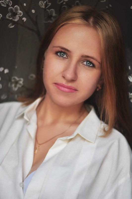 Юля - Алёна Тарханова