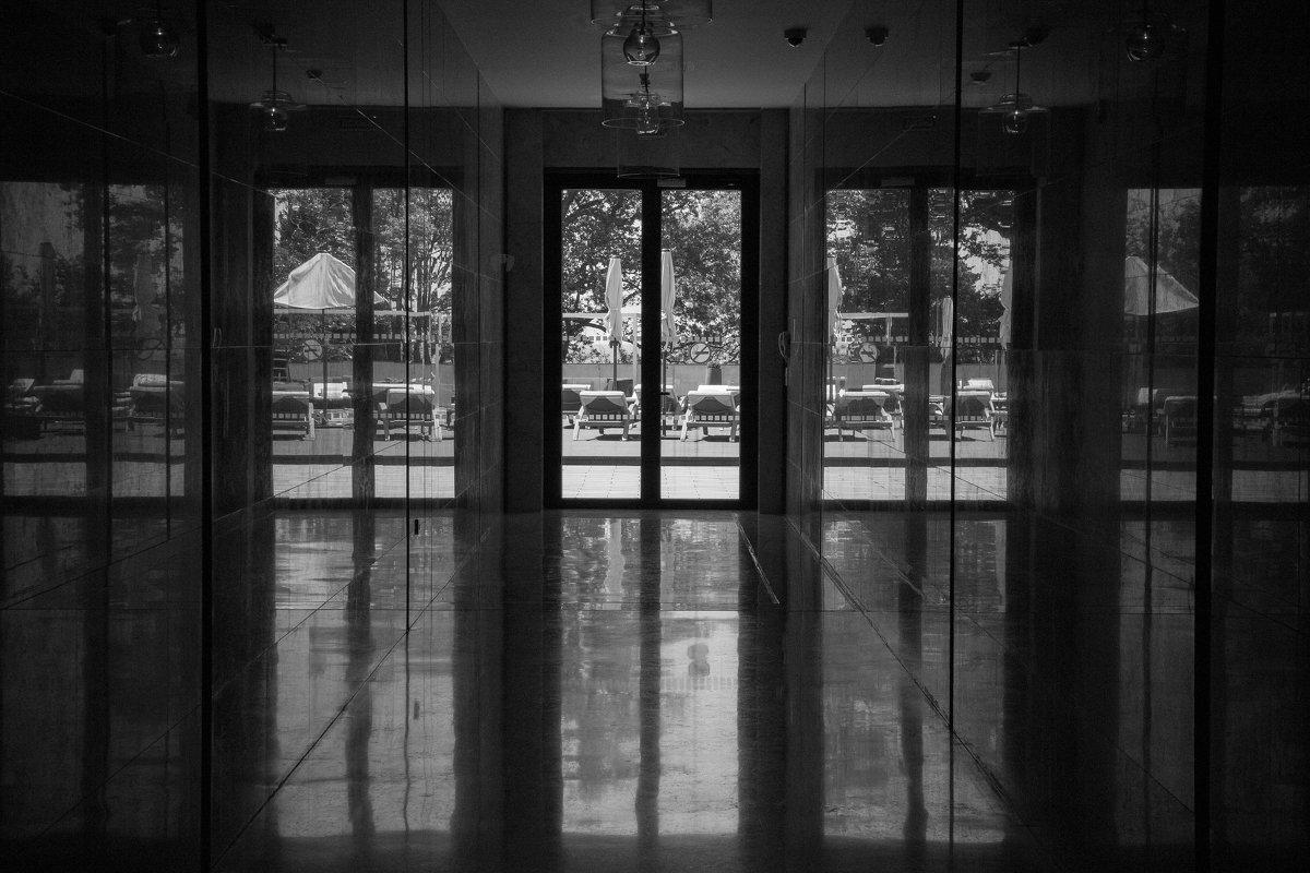 Гостиничное зазеркалье - Андрей Синявин