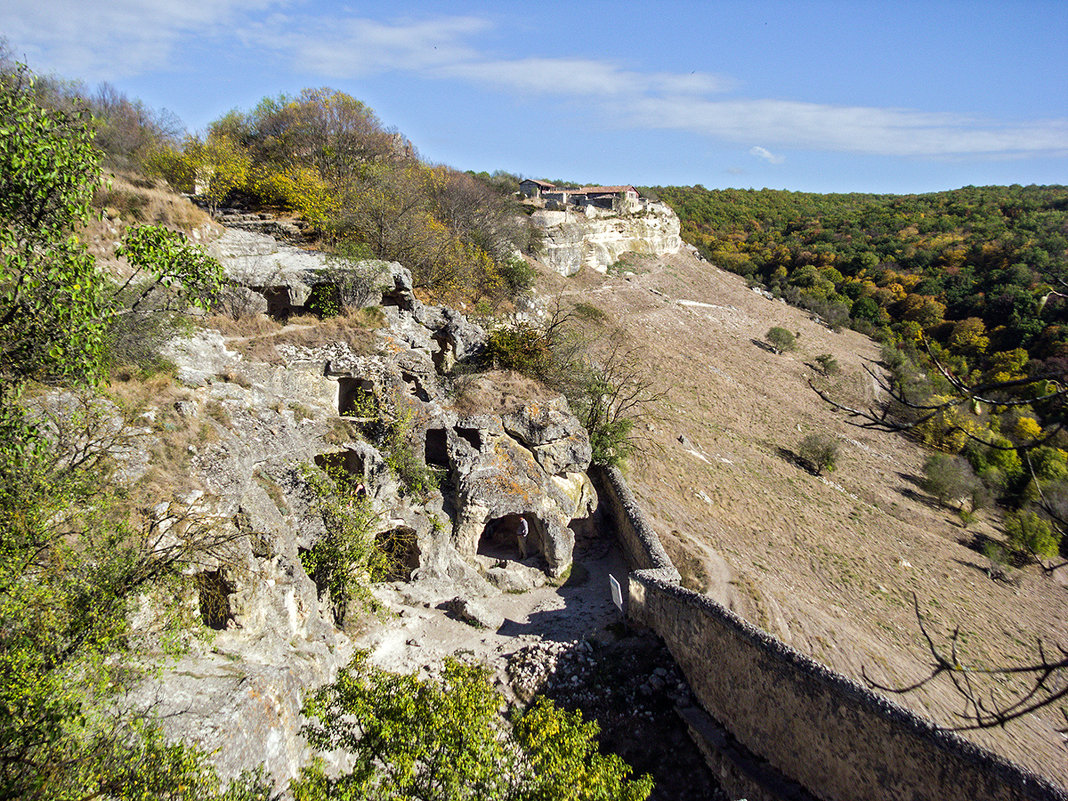 Многоэтажка в пещерном городе - Юрий Яловенко