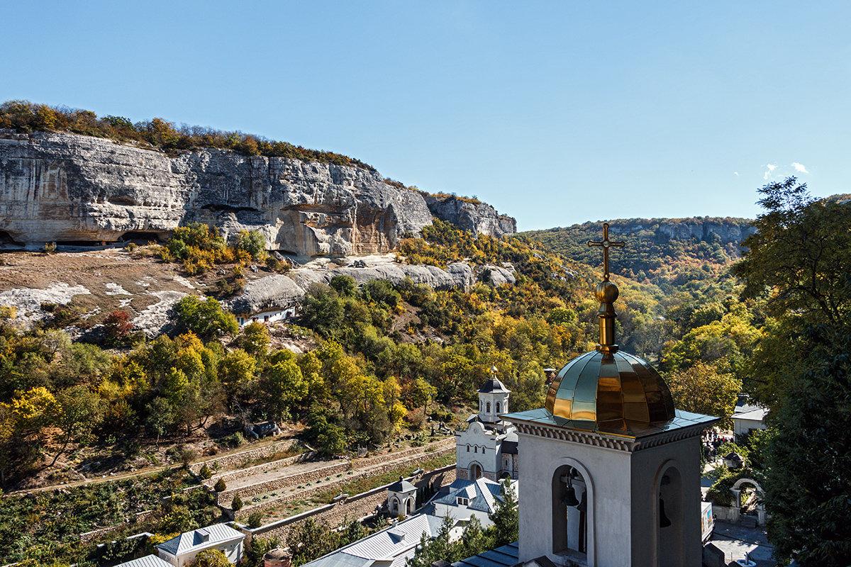 Территория монастыря - Юрий Яловенко