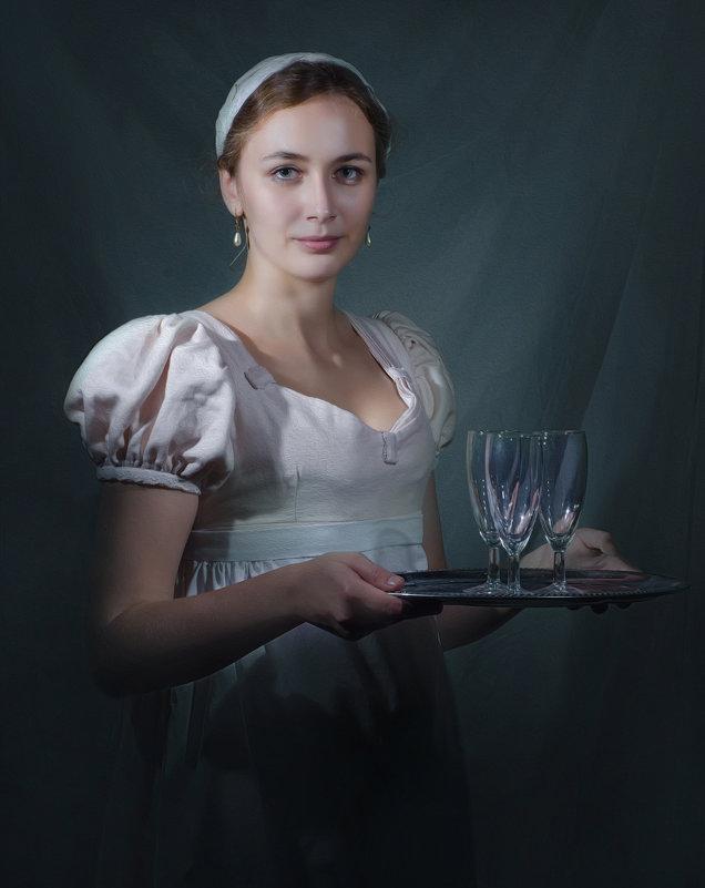 Дама с подносом - Олег Дроздов