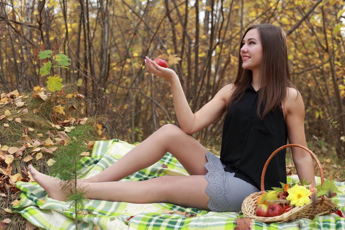 Девушка в лесу - Роман Мишур