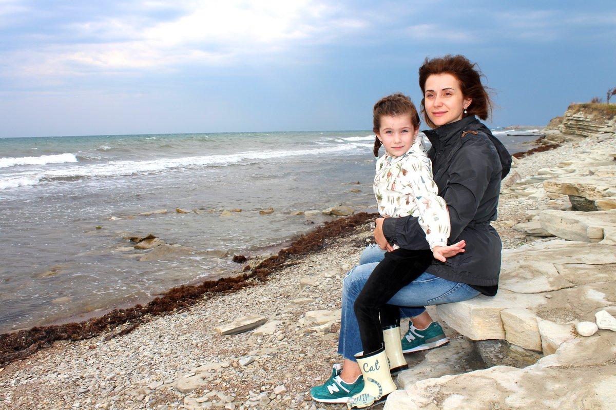 На берегу осеннего моря - Анатолий