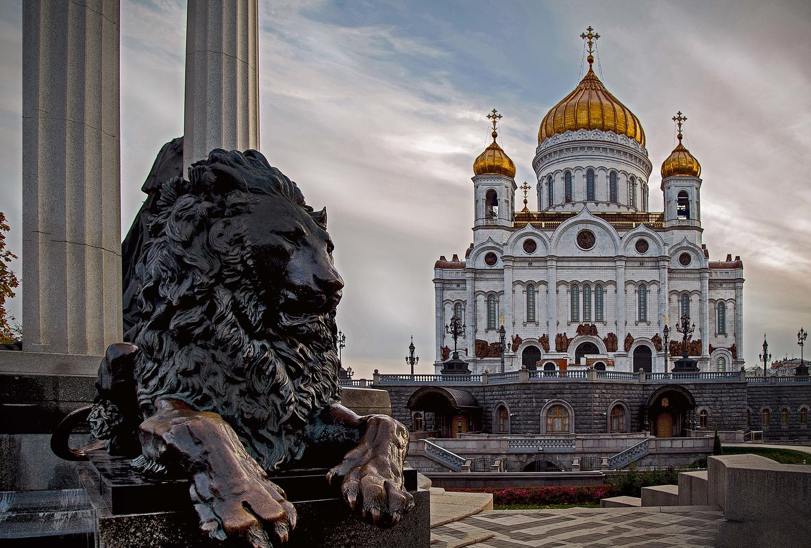 Под охраной.... Храм Христа Спасителя - Viacheslav Birukov