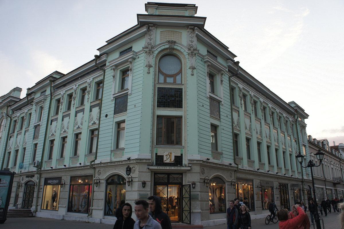 Это доходный дом Е.Г. Воронкова, постройки конца XIX века (ул. Баумана, д. 52). - Елена Павлова (Смолова)
