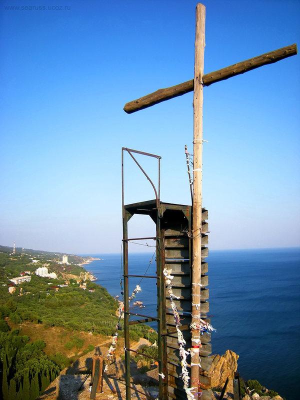 Кипарисовый крест на скале Ифигения. Кастрополь. Крым. - Руслан Newman