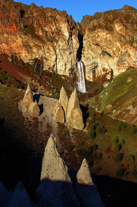 Скалы и водопад. Кавказ. - Владимир Сковородников