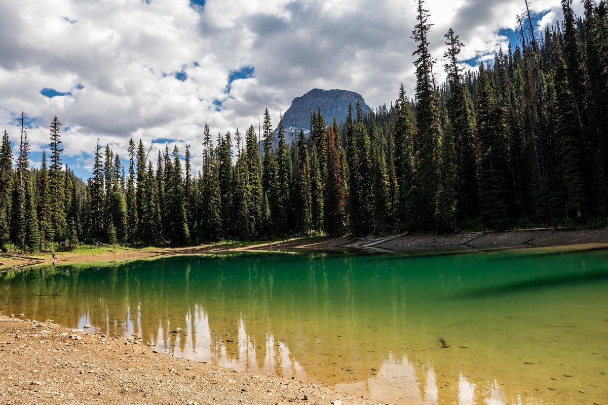 горное озеро - Константин Шабалин