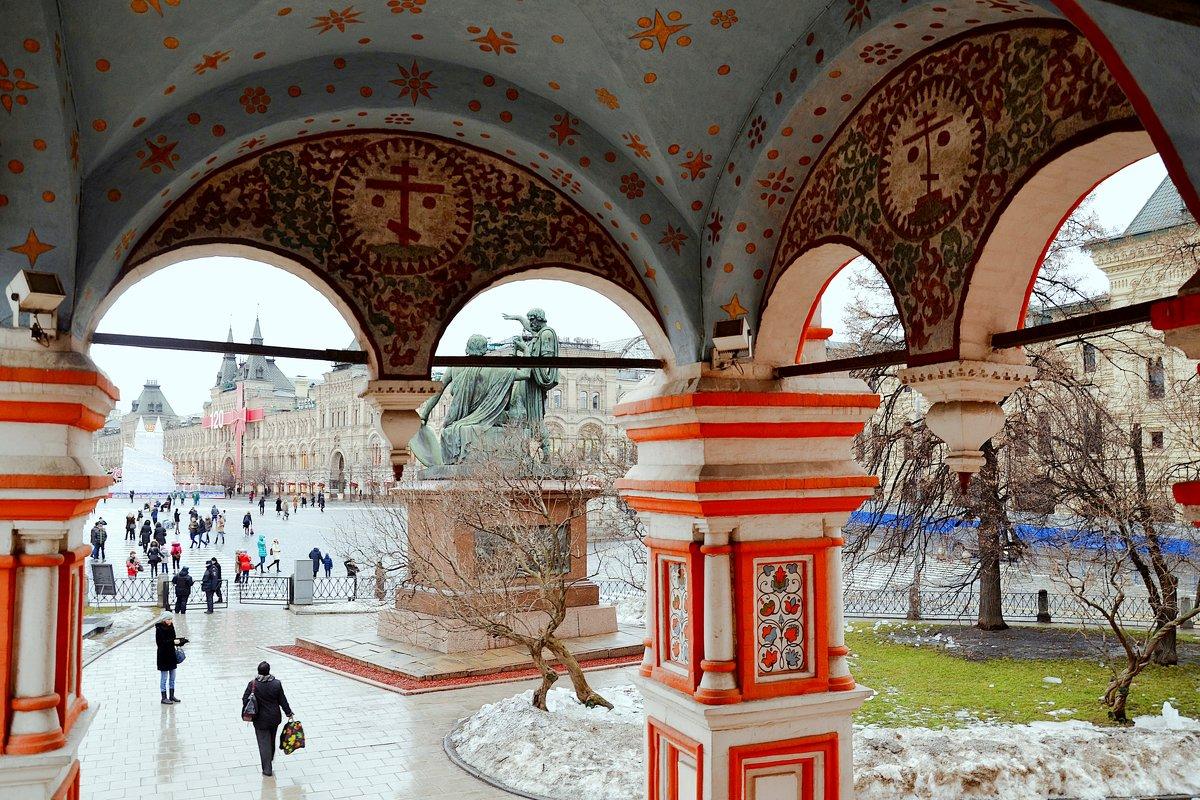 Вид с крыльца храма Покрова Пресвятой Богородицы на Красную площадь - Владимир Болдырев