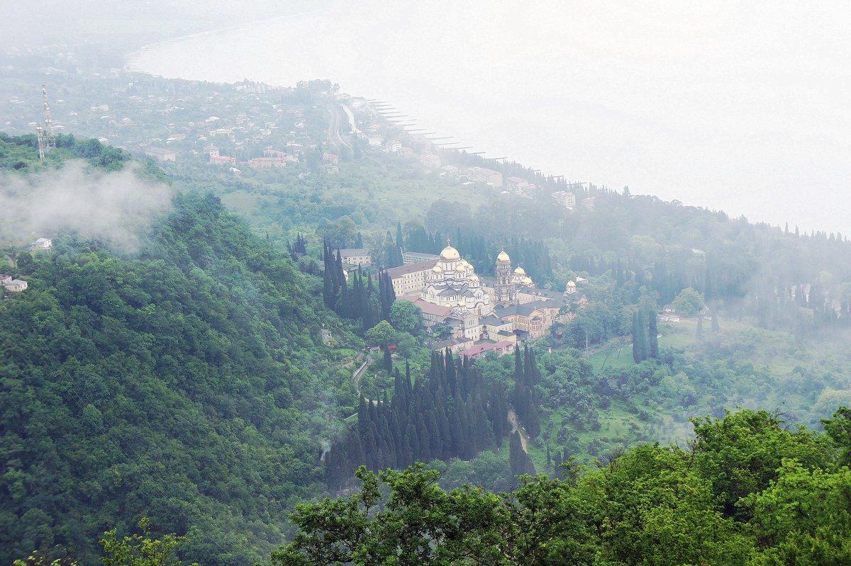 Вид на Новоафонский монастырь с вершины Иверской горы - Елена Павлова (Смолова)