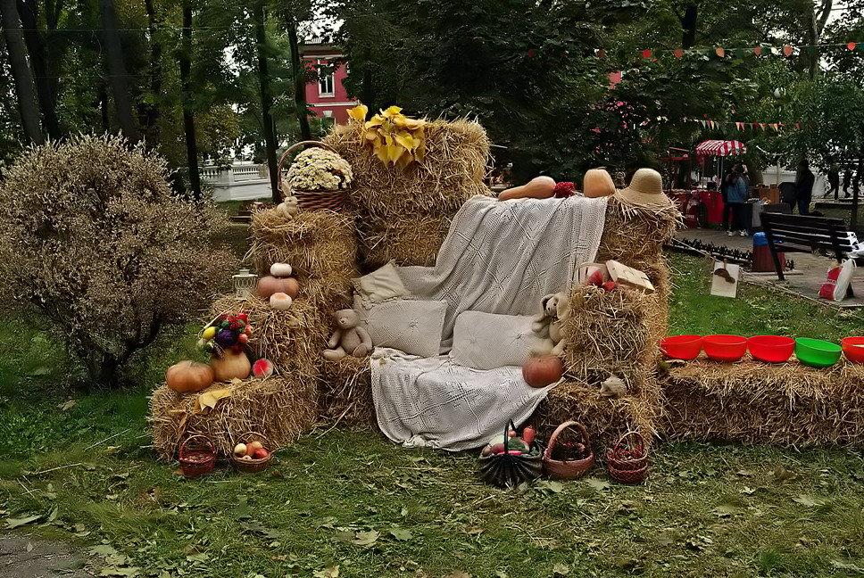 осенний интерьер - Александр Корчемный
