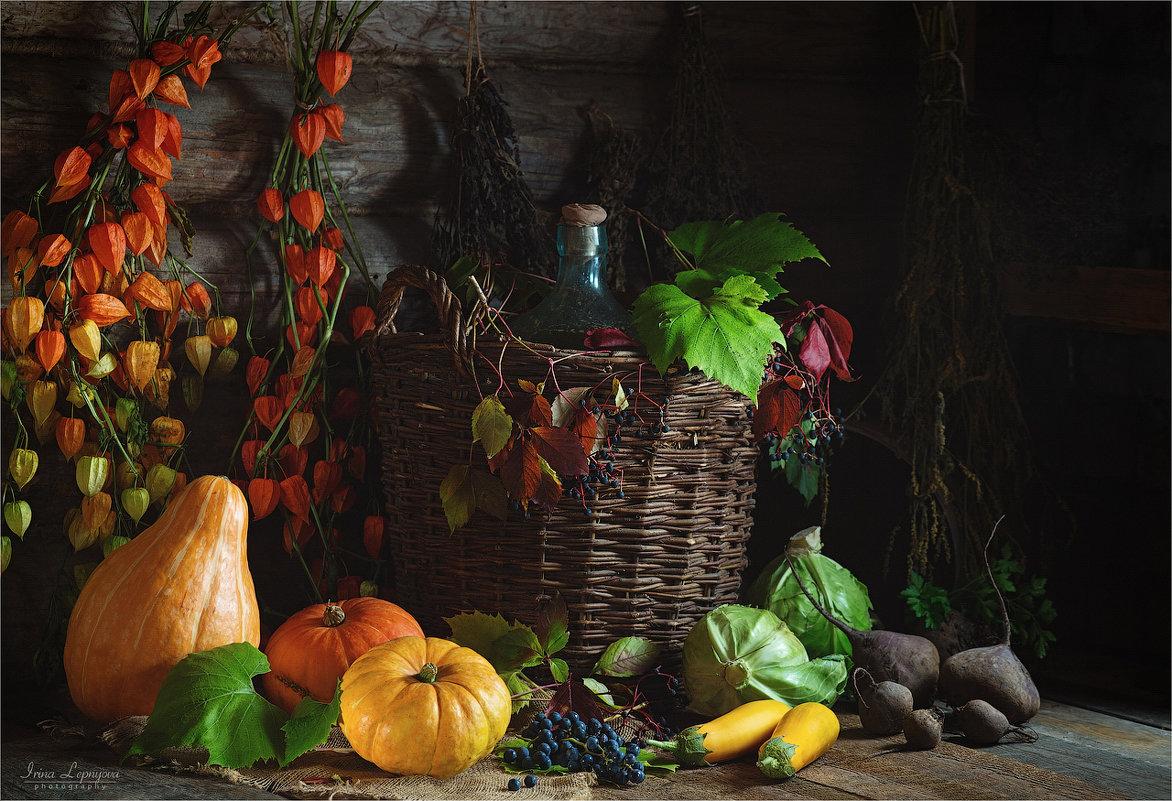 Деревенский натюрморт с осенними овощами и виноградом - Ирина Лепнёва