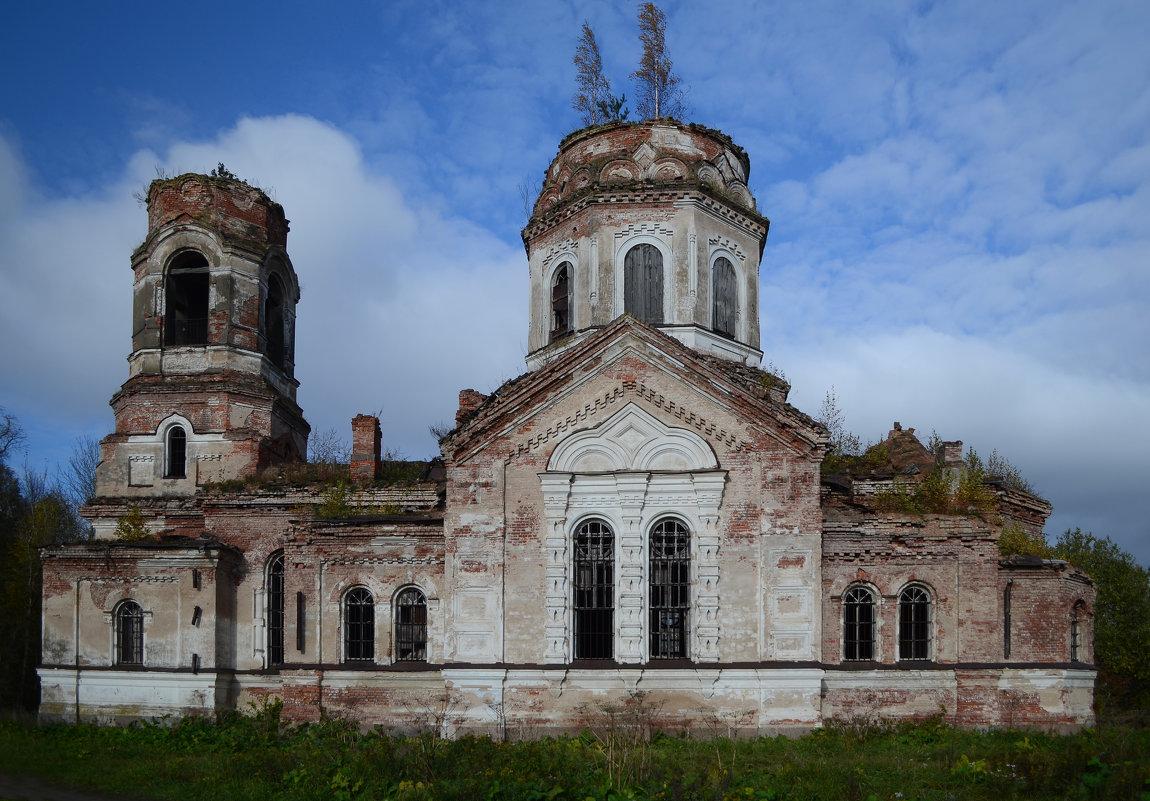 Заброшенная церковь в деревне Самро - Наталья Левина