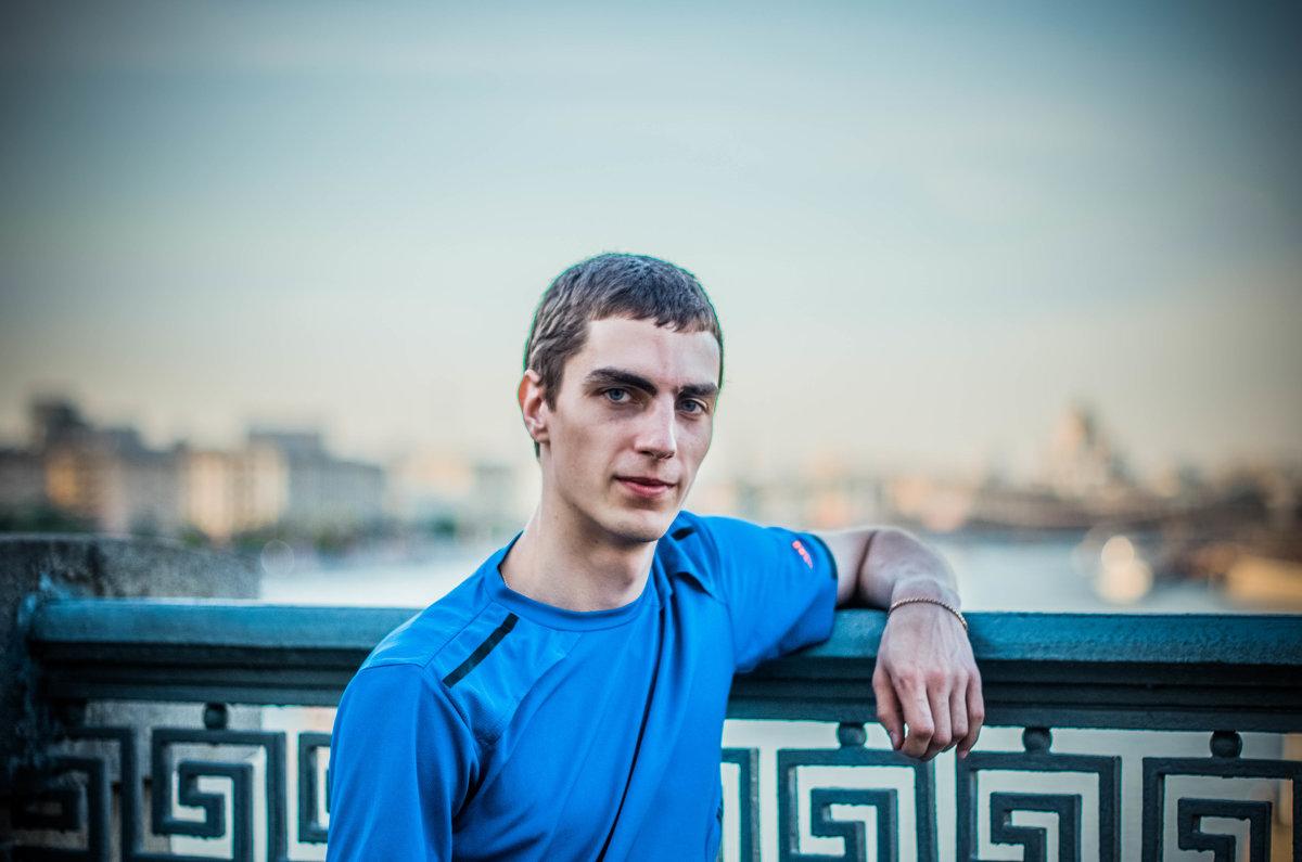 на мосту - Анатолий Чернышев