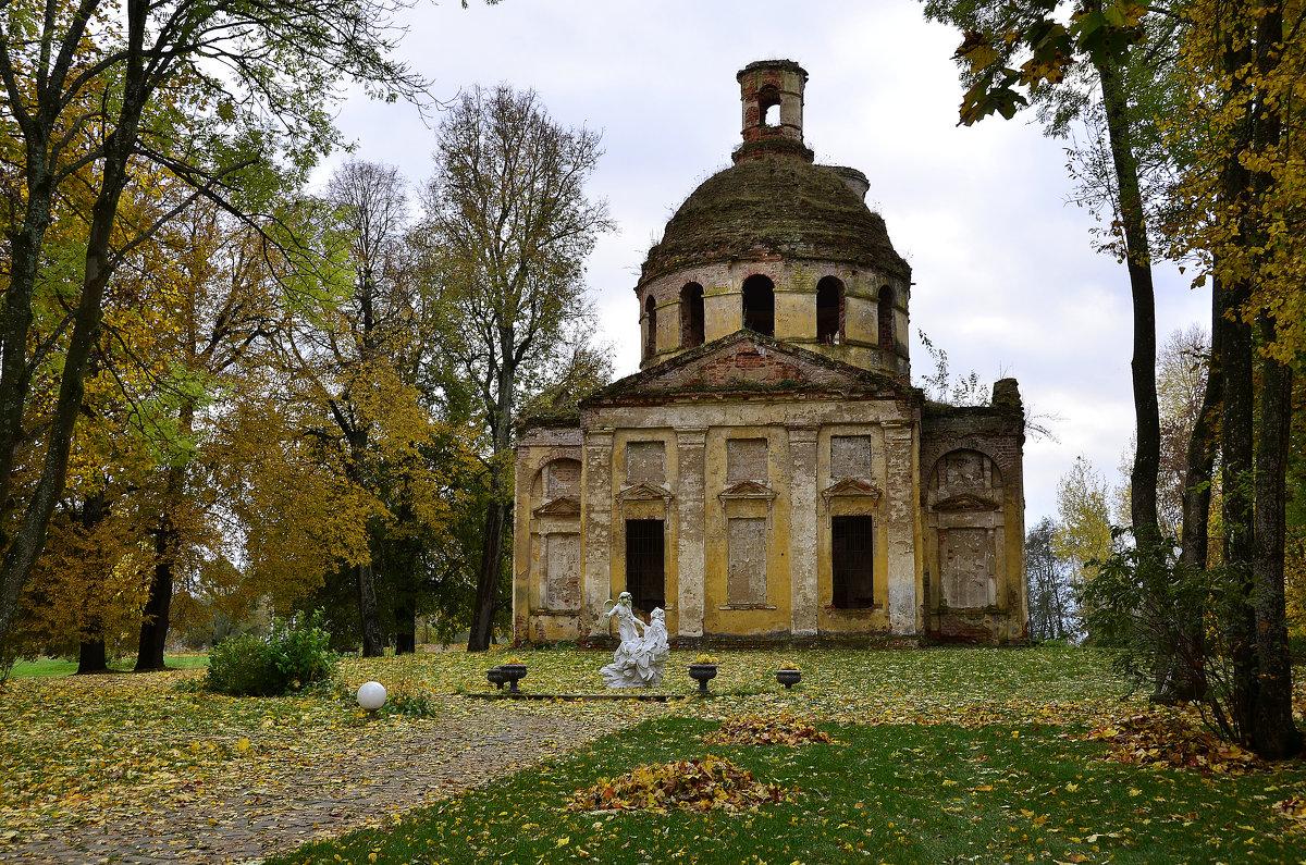 Парк и церковь - Miola