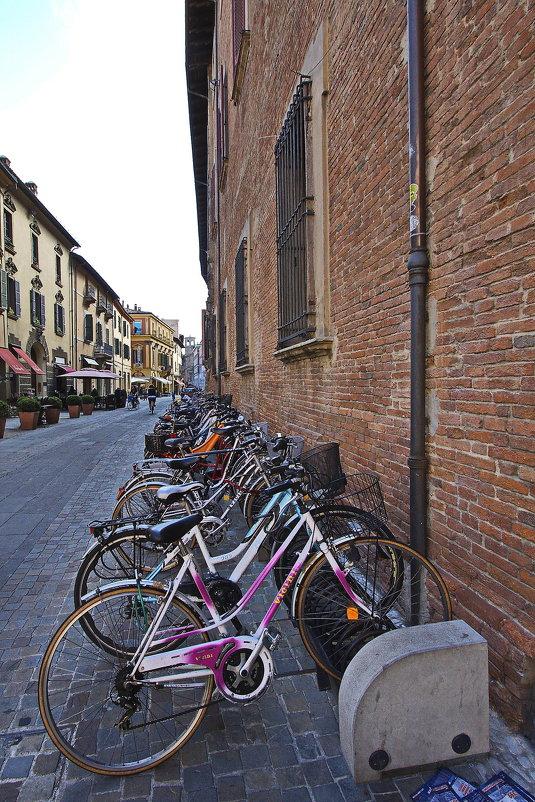 Я буду долго гнать велосипед, у старых стен его остановлю... - M Marikfoto