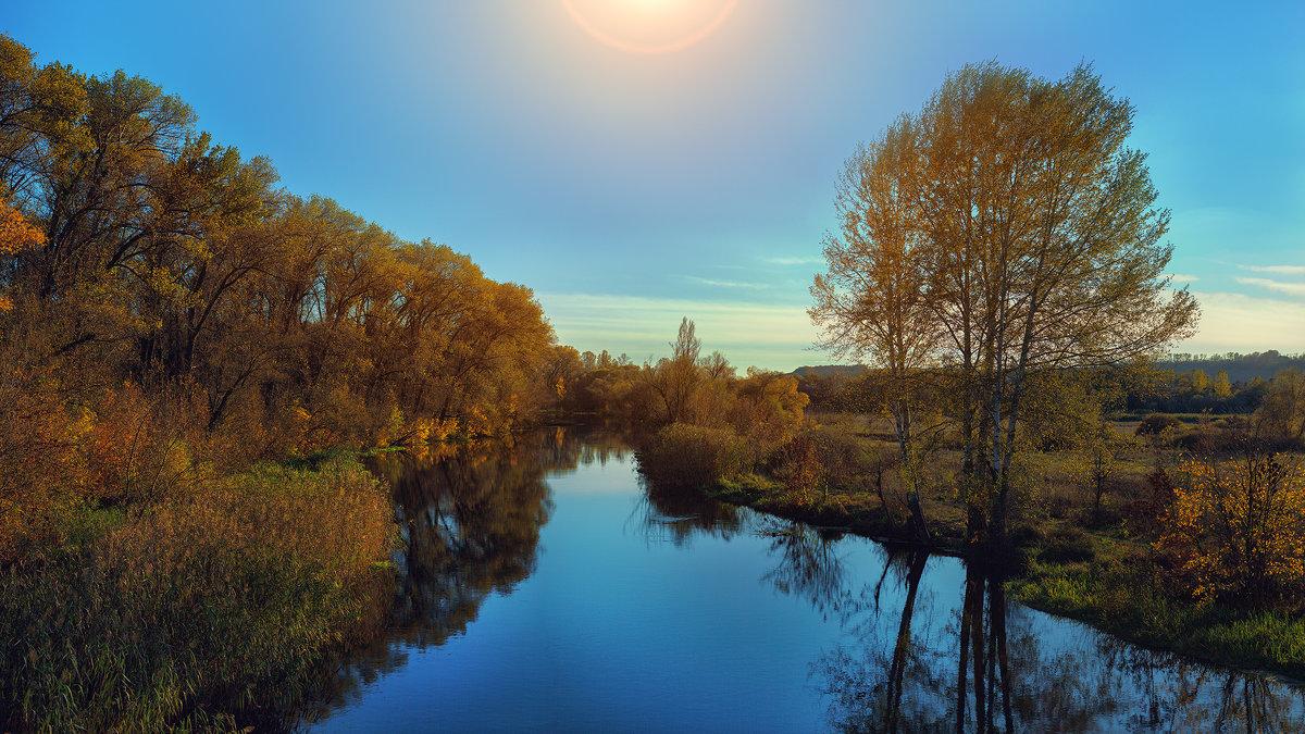 Река одетая в осень - Сергей