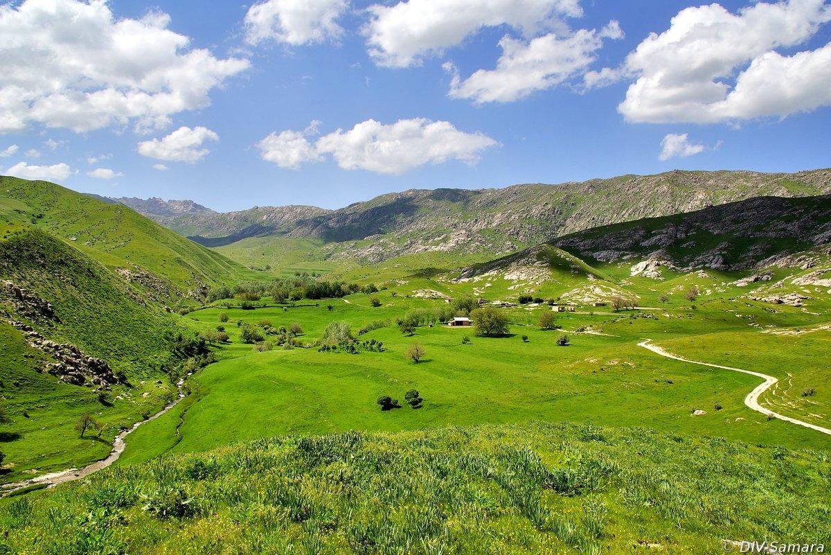 Долина в Зеравшанских горах близ Самарканда - Денис Кораблёв