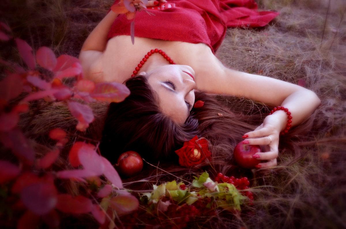 In red - Наталья Изразова