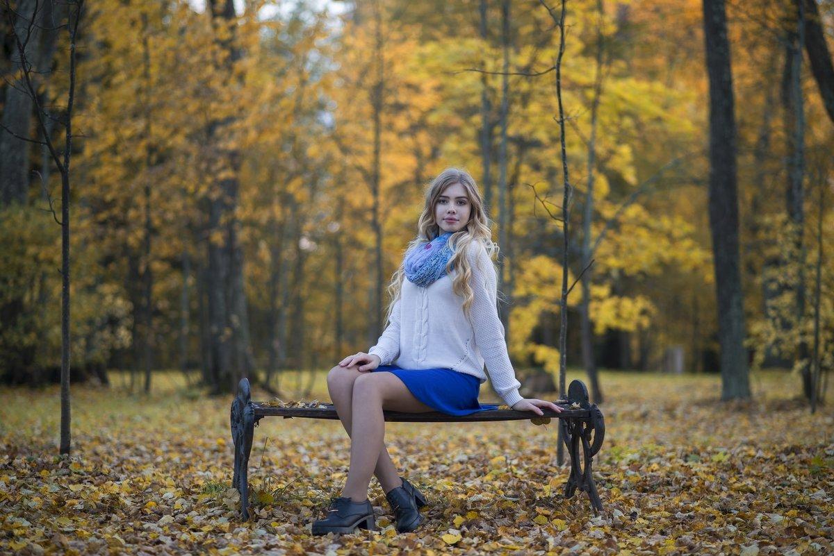 На скамейке - Женя Рыжов
