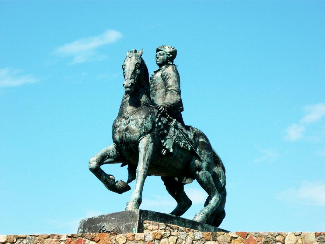 Конный памятник императрице Елизавете Петровне. - Надежда