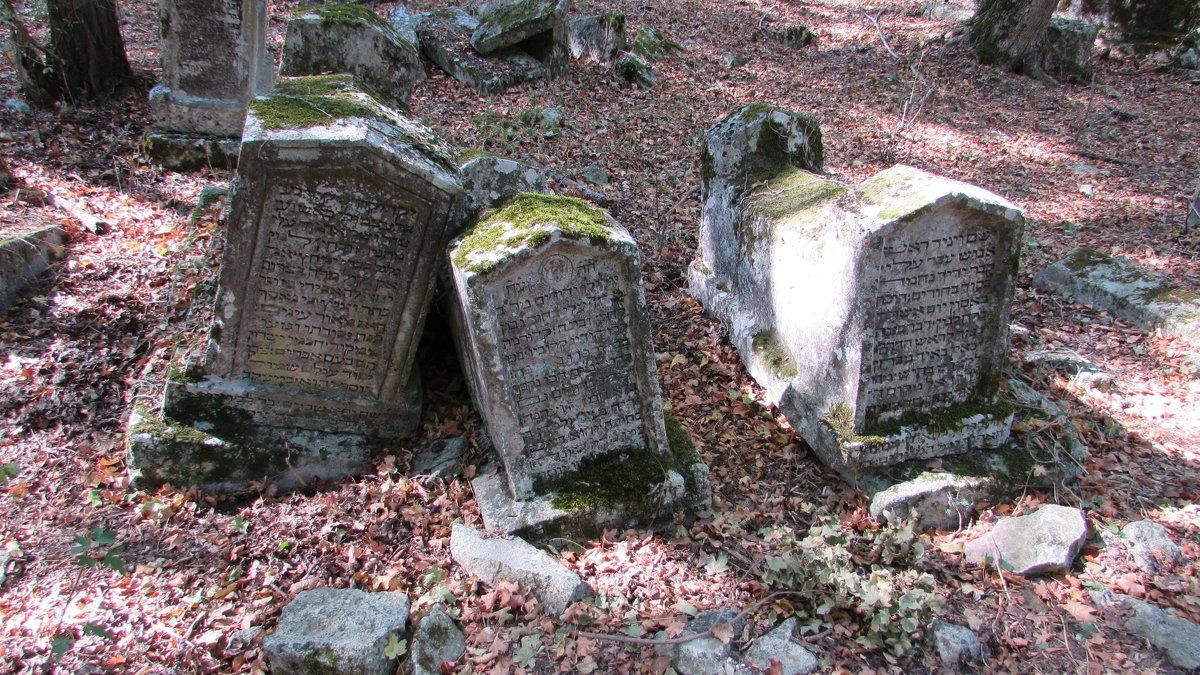 Старое караимское кладбище,Крым,окрестности Бахчисарая - Александр Казанцев