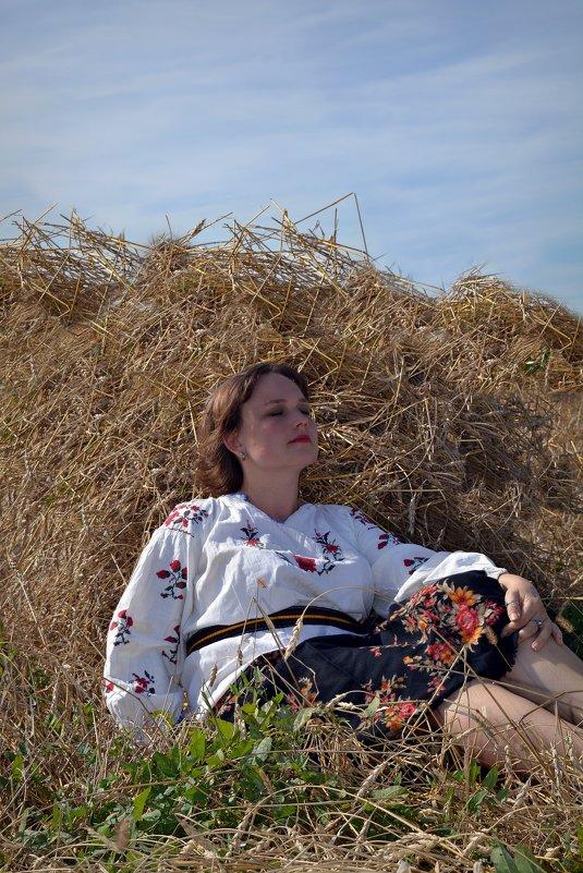В поле - Юлия Шишаева